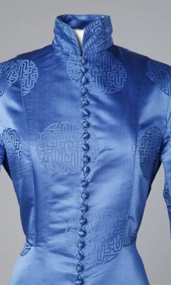 n105_manteau_d'interieur_peignoir_en_satin_damasse_bleu_pic002