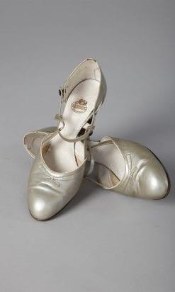n129_chaussures_en_cuir_argente_1930_pic001