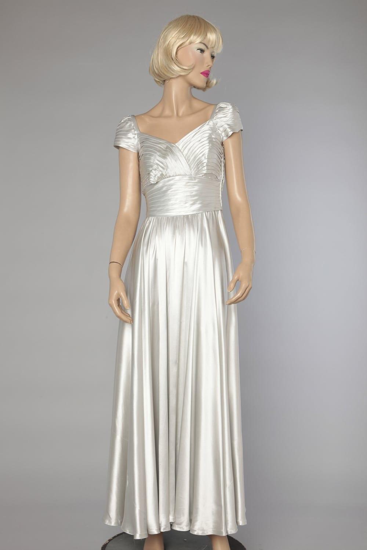Robe longue 1940 en satin gris argent - Chez Sarah