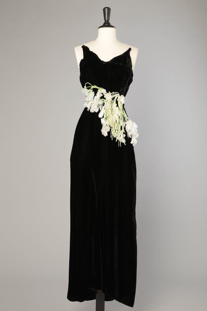 897c32dd644 Robe longue du soir en velours noir et guirlande de fleurs - Chez Sarah