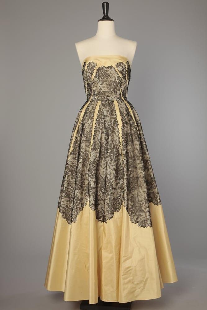 d41e8651846 Robe de bal 1950 en faille de soie jaune et dentelle noire - Chez Sarah