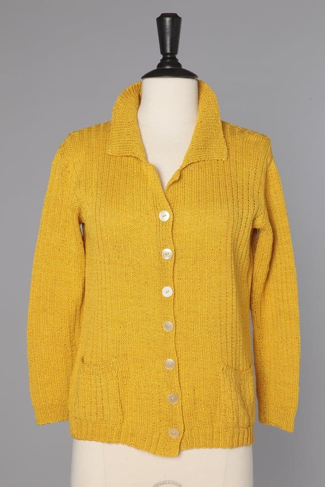gilet jaune tricot main des ann es 1940 1950 chez sarah. Black Bedroom Furniture Sets. Home Design Ideas