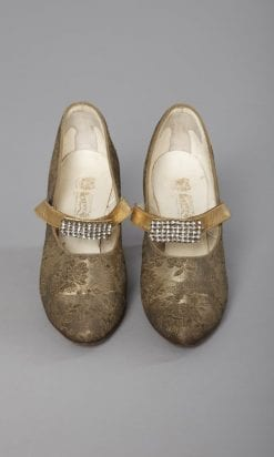 n2472_paire_de_chaussures_lame_or_boucles_en_strass_1930_pic001