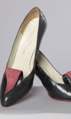 n2475_paire_de_chaussures_en_cuir_noir_et_languette_rouge_charles_jourdan_pic001