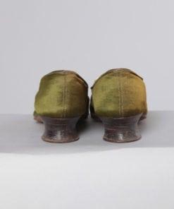 Paire de chaussures en satin brodées XIX eme