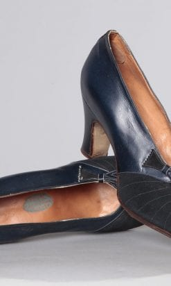 n2489_chaussures_en_cuir_et_daim_marine_1930_pic001