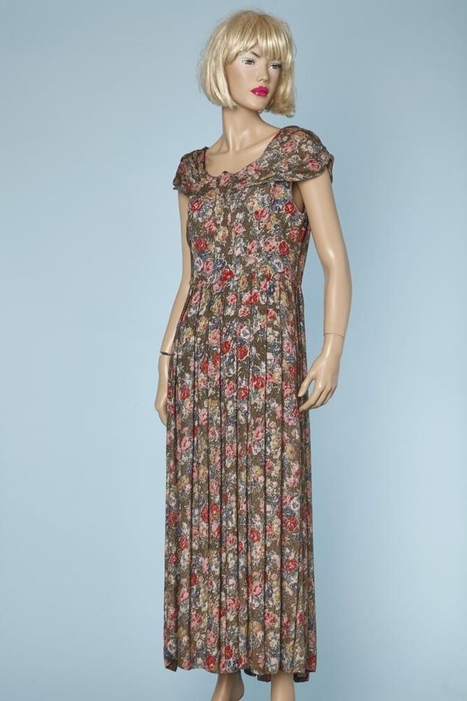 Robe Longue 1940 Imprimee De Fleurs Et Tissee De Fils D Or Chez Sarah