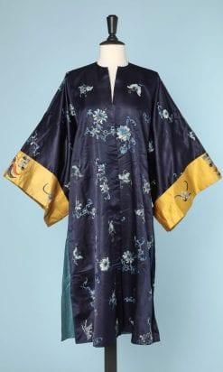 n5884_kimono_satin_soie_bleu_brode_pic001