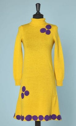 n5920_robe_laine_tricote_jaune_applications_motifs_crochet_violet_taille_36_pic001