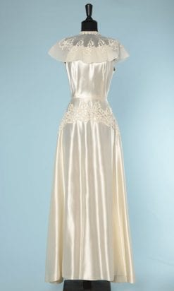 n5807_robe_mariee_satin_ivoire_organza_broderies_appliquees_nina_ricci_1950_taille_38_petite_tache_pic001