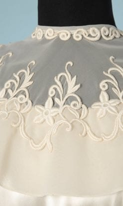 n5807_robe_mariee_satin_ivoire_organza_broderies_appliquees_nina_ricci_1950_taille_38_petite_tache_pic002