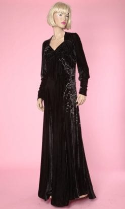 n4866_robe_longue_1930_velours_soie_noire_brodee_perles_argent_taille42_pic002