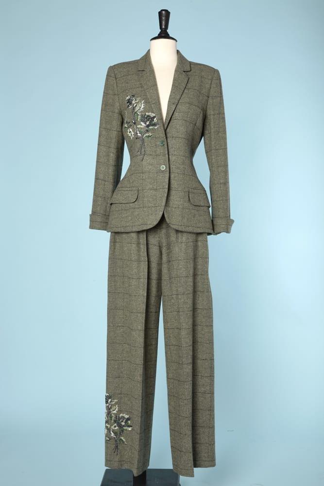 Tailleur pantalon Givenchy couture en lainage brodé - Chez Sarah 7ccfa6c3858