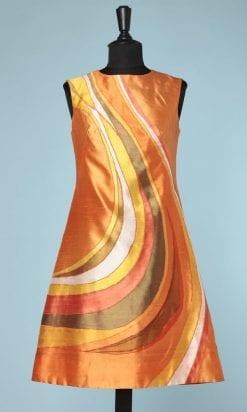 n6245_robe_1960_1970_soie_sauvage_orange_motifs_raye_jaune_vert_blan_rose_pic001