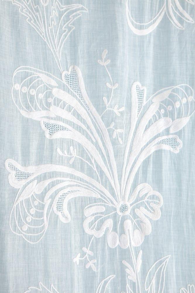 Paire de rideaux en voile de coton blanc brodé XIX ème ...