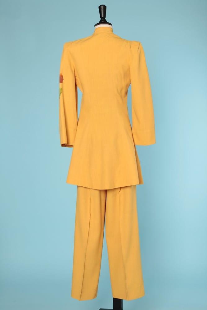 Tailleur Pantalon Veste Longue En Coton Jaune 1940 Chez