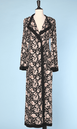 na2343_peignoir_1930_crepe_noir_brode_fleurs_roses_38_001