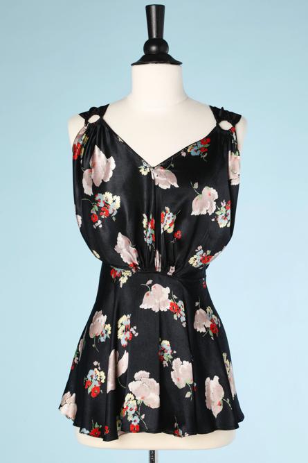 nA3907-Robe-de-plage-1930-en-satin-noir-imprimé-de-fleurs-t34-001.png