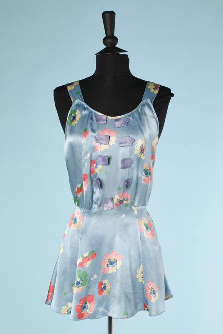 nA3908-Robe-de-plage-1930-en-satin-bleu-ciel-imprimé-de-fleurs-t36-001.png