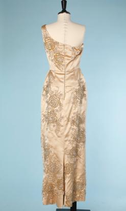 nA4022-Robe-longue-fourreau-1960-en-satin-de-soie-ivoire-asymétrique-brodée-de-perles-et-strass-couture-Gaby-t36-001.png