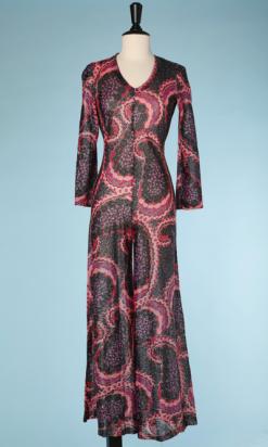 nA4038_Combinaison-pantalon-1970-en-lurex-noir-rouge-rose-violet-imprimé-botés-t36-001.png