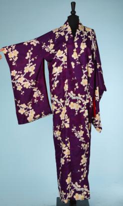 nA4040-Kimono-en-soie-violet-imprimé-de-fleurs-et-branchages-jaunes-gris-turquoise-écru-001.png