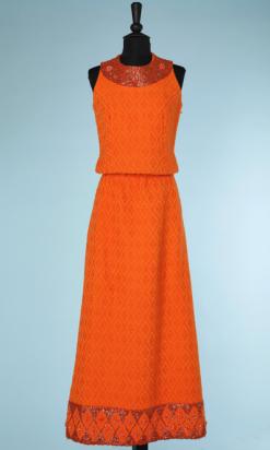 nA4077-Tailleur-1970-jupe-longue-haut-sans-manches-orange-tissé-et-broderie-perlée-t38-001.png
