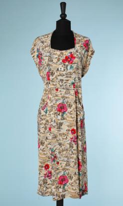 nA4109-robe-1940-en-crêpe-écru-et-beige-maisons-et-anémones-t42-001.png