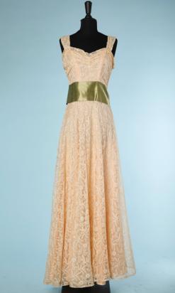 nA4147-robe-longue-soir-1940-en-tulle-ivoire-brodé-ruban-satin-vert-t38-001.png