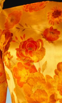 nA4167-Robe-longue-1970-en-en-satin-de-soie-orange-et-fleurs-velours-dévoré-t36-001.png