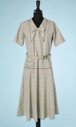 nA4189-Robe-1920-en-coton-vert-petits-motifs-rouge-rose-jaune-liseré-noir-t48-001.png