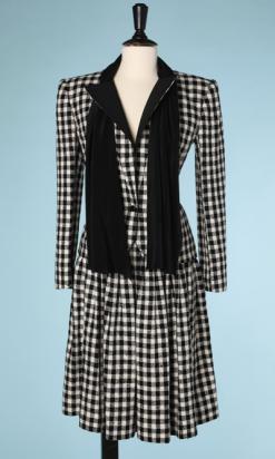 nA4231-Tailleur-Valentino-en-lainage-à-carreaux-noirs-et-blancs-t38-001.png