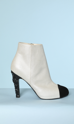 na3153_600e_paire_bottines_lezard_blanc_bout_velours_noir_chanel_t_38_001.png