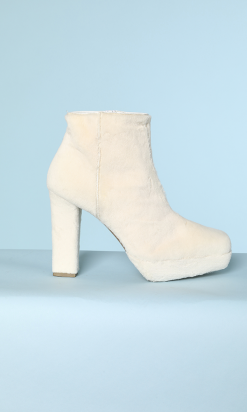 na3154_paire_bottines_fourrure_blanche_001.png