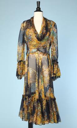 na3257_robe_vintage_mousseline_marine_imprime_grandes_fleurs_jaunes_turquoise_beige_volants_38_001.png