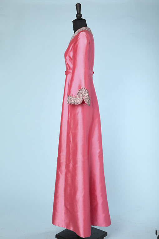 na3699_robe_longue_1960_soie_rose_brodee_perles_paillettes_col_bas_manches_40_004