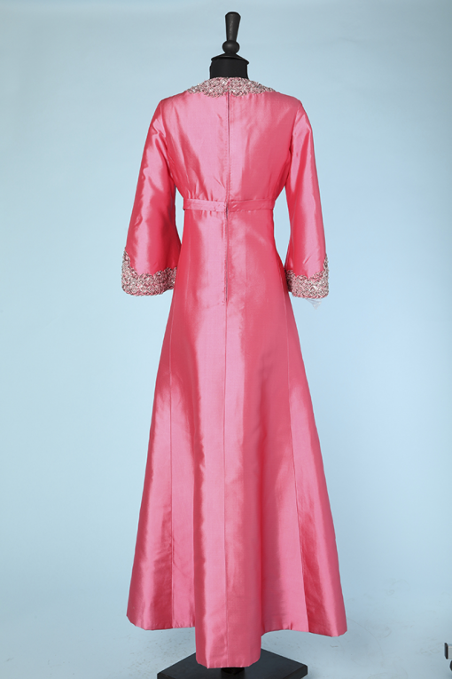 na3699_robe_longue_1960_soie_rose_brodee_perles_paillettes_col_bas_manches_40_005