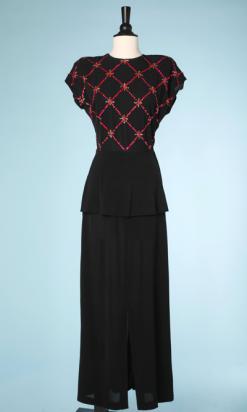 nA4297-Robe-longue-1940-en-crêpe-noir-haut-brodé-de-pailles-roses-en-croisillons-t36-001.png