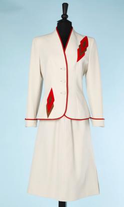 na4457-Tailleur-1940-50-blanc-en-crêpe-liserés-et-triangles-rouges-et-marron-Lilli-ann-t36-38-01.png