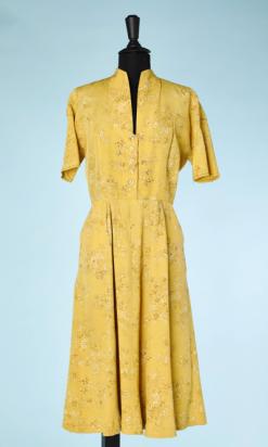na446-4Robe-1940en-reps-jaune-imprimé-de-branchages-marron-et-blancs-t38-01.png
