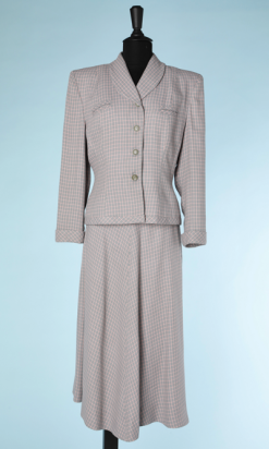 na4491-Tailleur-1940-en-lainage-gris-clair-et-carreaux-roses-t38-01.png