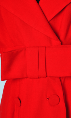 na4541-Robe-en-lainage-rouge-large-noeud-boutons-recouverts-t40-01.png