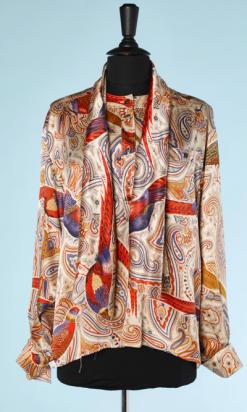 na4546-Chemisier-en-satin-de-soie-imprimé-avec-foulard-Escada-t44-01.png