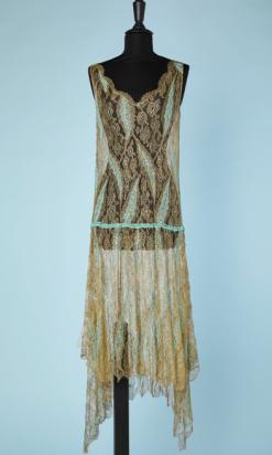 nA4637-Robe-1925-en-dentelle-métallique-or-brodée-de-perles-turquoises-t42-01