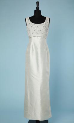 nA4639-Robe-du-soir-1960-70-en-soie-vert-deau-brodée-de-perles-et-strass-sur-le-haut-de-Robe-Victoria-Royal-t38-01