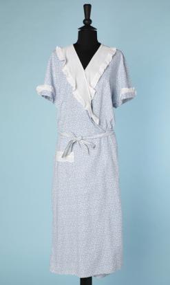 nA4649-Robe-1920-en-coton-blanc-imprimé-fleurettes-bleues-t-48-50-01