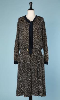 nA4672-robe-1920-en-soie-marine-à-pois-ivoire-t48-01