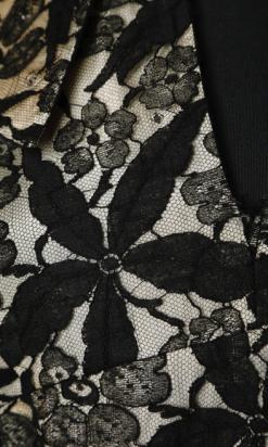 nA4679-robe-1940-crême-recouverte-de-dentelle-noire-ceinture-velours-Lilli-Ann-t36-01