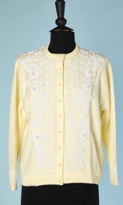 nA4691-Gilet-1950-en-tricot-jaune-brodé-de-fleurs-en-perles-blanches-t40-01