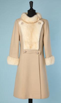 nA4709-Manteau-1960-en-lainage-ivoire-garni-de-vison-écru-t40-42-01